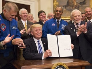 Trump restarts White House Space Council