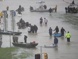 Trump tests Congress with big promises on Harvey