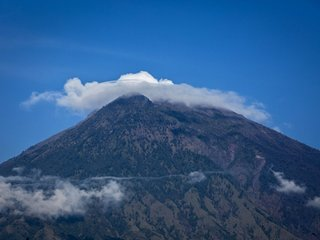 Evacuations as Bali volcano might erupt