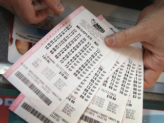 2 lottery jackpots now more than $1.2 billion