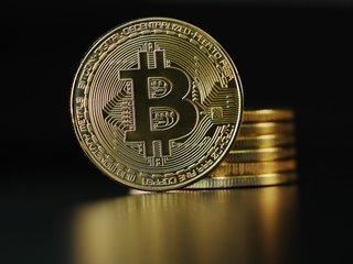 Bitcoin futures trading begins