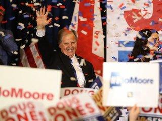 2 Democrats sworn in as US senators