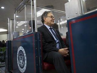 Senators reportedly want Franken not to resign