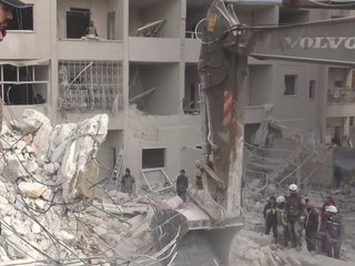 UN begs Syrian regime to end airstrikes