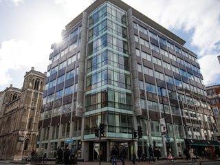 UK investigators raid Cambridge Analytica office