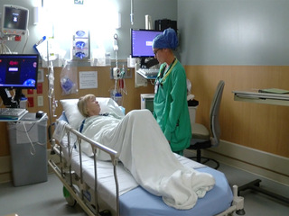 Hospitals step up incentives to attract nurses