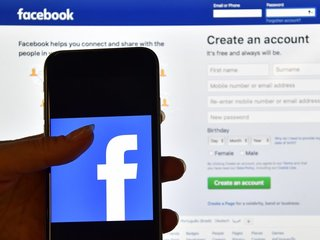 Lawsuit alleges Facebook apps gathered data