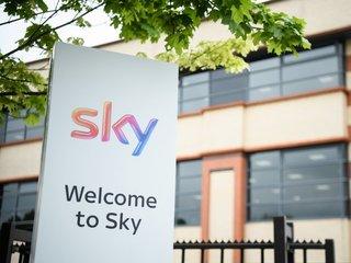 UK clears way Fox's bid for Sky
