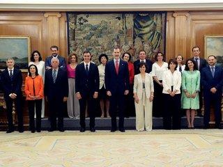 Spain swears in women-majority cabinet
