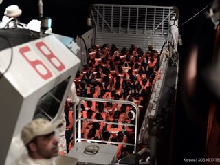 More than 600 migrants on ship headed to Spain