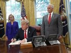 Trump signs order addressing family separations