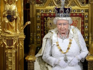 Queen approves bill allowing Brexit