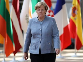 Angela Merkel agrees to build border camps