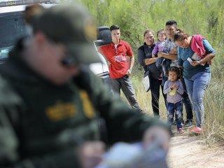 Judge blocks blanket detention of migrants