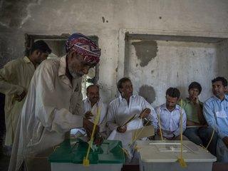 Explosion kills at least 31 in Pakistan
