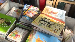 Campaign aims to send books to kids at border