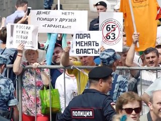 Thousands in Russia protest pension age proposal