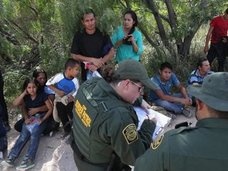 US moves to reunite kids with deported parents