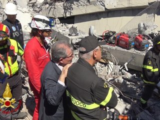 Italy in state of emergency after bridge falls