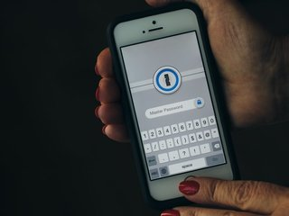 NZ: Travelers to give device passwords at border