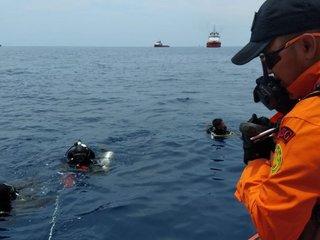 Divers lose Indonesian plane's voice recorder