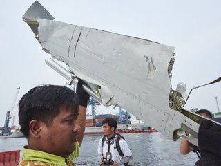 Boeing issues warning to pilots after crash