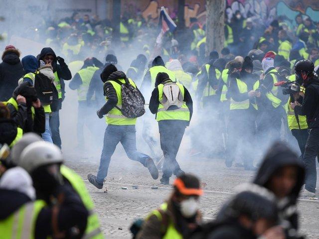 Return Of The 'Yellow Vest' Protests Shuts Down Paris Landmarks